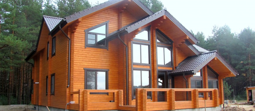 Установка деревянных окно с наличниками